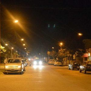 Inauguración de luminaria baja en calle Castelli