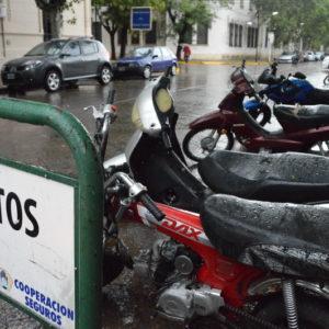 Estacionamiento de motos en veredas