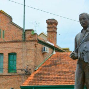 El gobierno homenajeó a Cayetano Silva, creador de laMarcha San Lorenzo