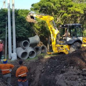 El gobierno municipal realiza trabajos preventivos para optimizar el drenaje en los barrios