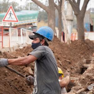 El gobierno municipal reactivó la obra de extensión de red de gas para beneficiar a más de 350 familias del barrio Santa Rosa