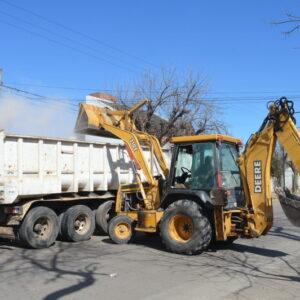 Las cuadrillas municipales continúan recuperando las calles y los espacios públicos de la ciudad