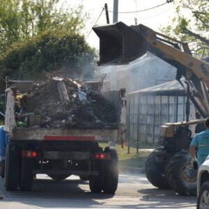 Las cuadrillas municipales avanzan con la limpieza intensiva en los barrios de la ciudad