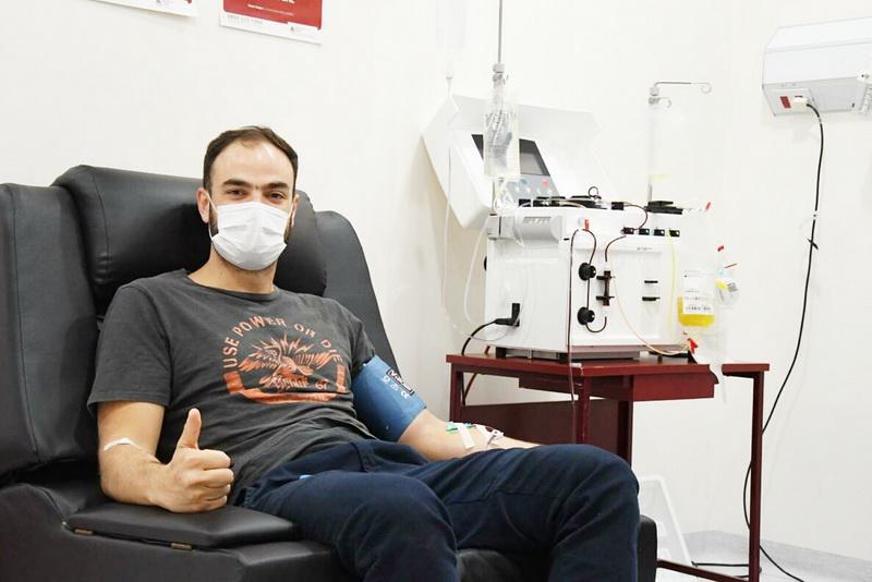 Gerardo, el primer donante de plasma con la máquina del hospital donada por Rotary Club y municipio