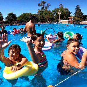 Las colonias de vacaciones cierran la temporada con fiestas y estricto protocolo