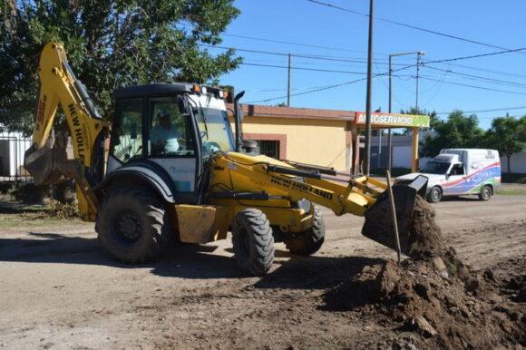 El municipio a paso firme sigue con bacheo y arreglo de calles en los barrios