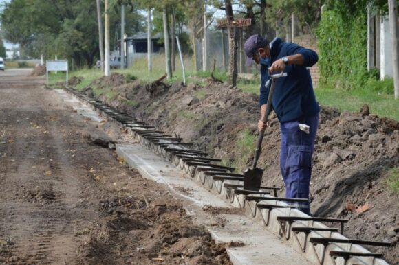 Continúa la construcción de cordón cuneta en distintos barrios