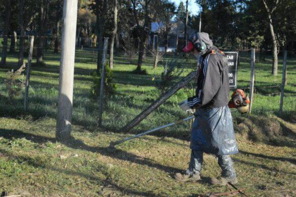 Para un trabajo seguro y eficiente: el Gobierno de la ciudad capacita a operarios de motoguadañas