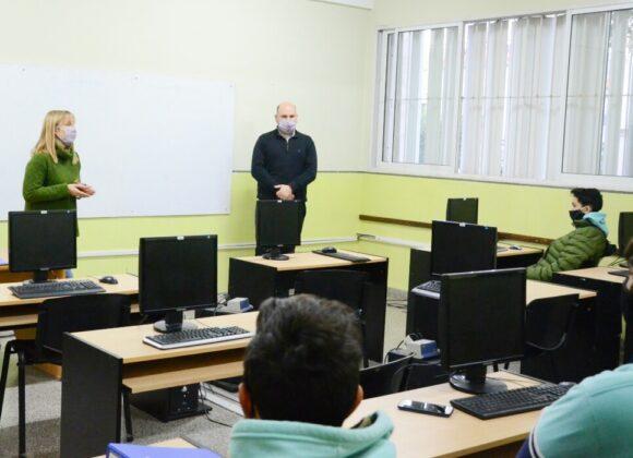 El Gobierno municipal dicta talleres sobre orientación vocacional a alumnos de último año del secundario