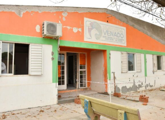 Barrio Ciudad Nueva: el Gobierno Municipal avanza con los trabajos de albañilería para renovar el Centro de Salud y la Vecinal