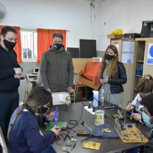 Apoyo del Gobierno municipal al proyecto de la Escuela N°602 en la recuperación de componentes electrónicos e informáticos
