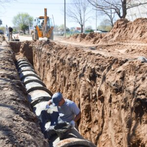 Continúan las Obras en la Ciudad: el Gobierno Municipal avanza con el entubado de desagües en barrio Iturbide