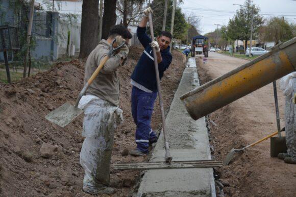 El Municipio incorpora equipamiento para la ejecución de cordón cuneta