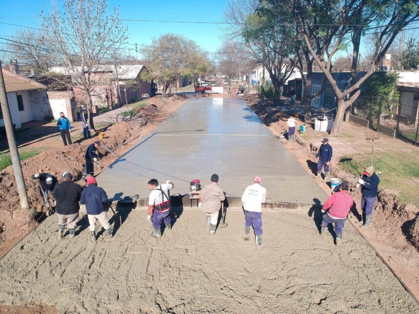 Siguen las obras en la ciudad: El Municipio pavimentó una nueva cuadra en el barrio Malvinas Argentinas