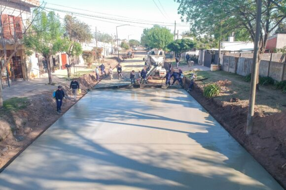 El Gobierno Municipal avanza con la pavimentación de calles en los barrios Cayetano Silva y Norte