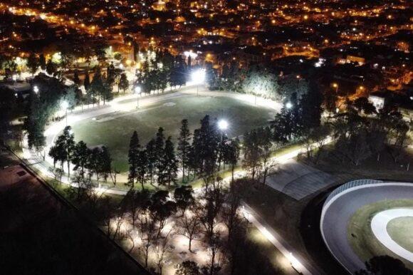Ahorro y transparencia: el Gobierno municipal mejoró la contratación de seguros ART y destinará fondos para instalar nueva iluminación LED en distintas plazas